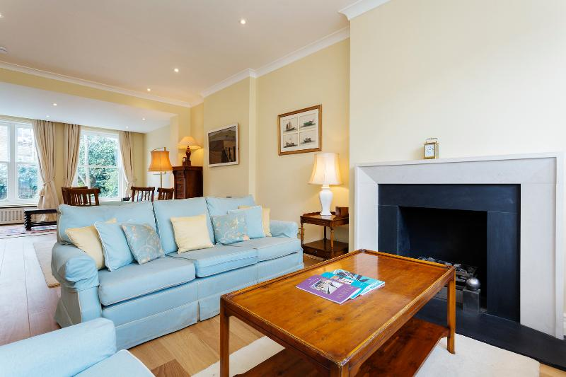 3 bed house on Avalon Road, Fulham - Image 1 - London - rentals