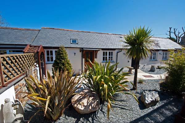 Tropical Garden leading to Sauna and second Garden through the archway - Meadowview Cottage Luxury 5 Star Cottage Cornwall - Boscastle - rentals