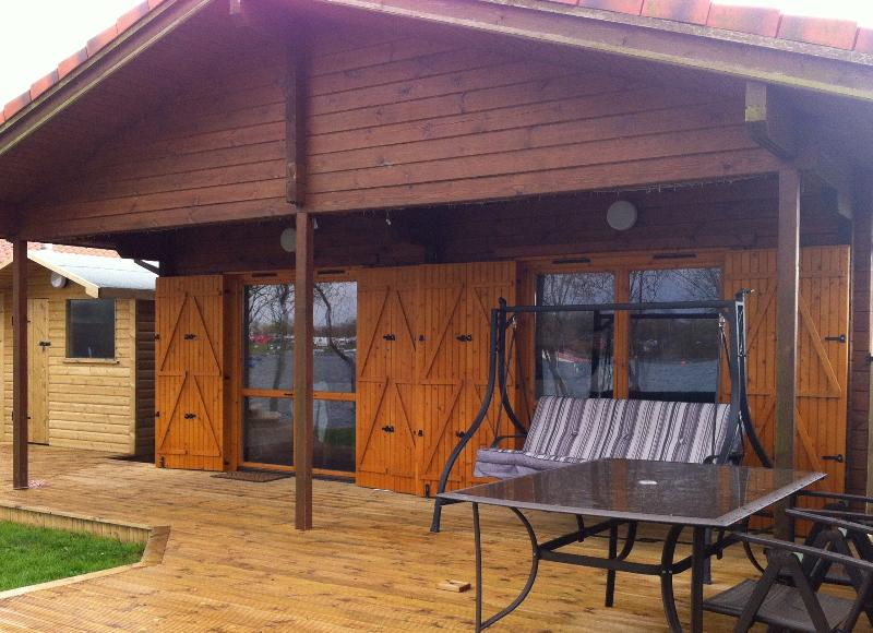 Lakeview Lodge, Lakeside Log Cabin inc New Hot Tub - Image 1 - Tattershall - rentals