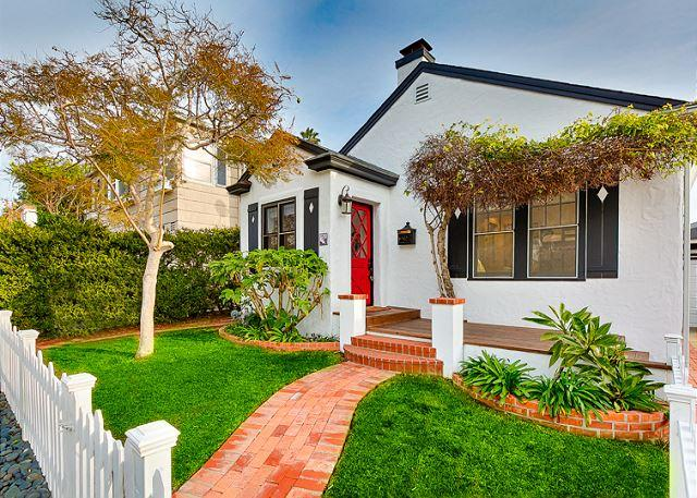 Exterior view of the cottage from the sidewalk. - Charming beach cottage / private hot tub & outdoor living / walk to the beach - La Jolla - rentals