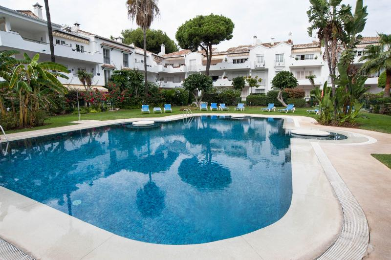 El Presidente KENT; Beachside, Heated Pool + wifi - Image 1 - Estepona - rentals