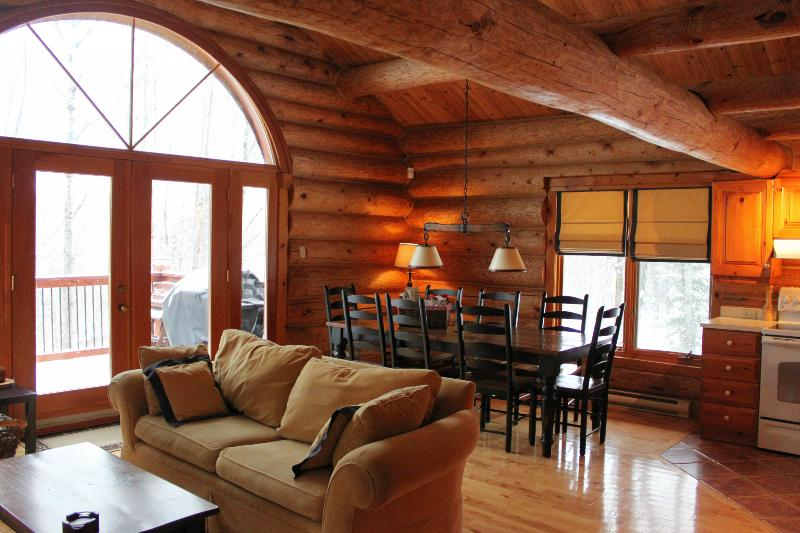 Beautifully decorated open concept main living area - Villa Mercier - Log Home in the heart of Tremblant - Mont Tremblant - rentals