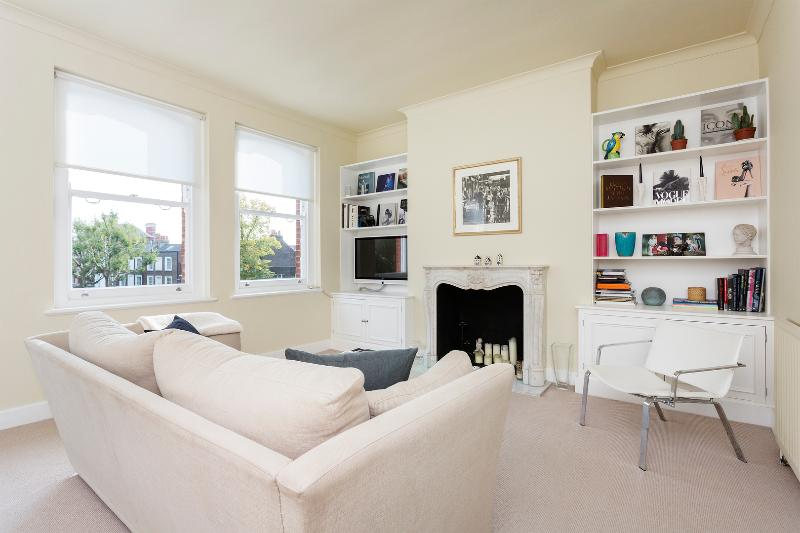 Reception - A minimalist yet chic home in upmarket Fulham. - London - rentals
