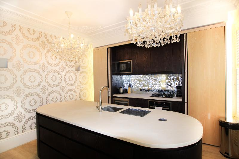 A modern three-bedroom flat in Notting Hill. - Image 1 - London - rentals