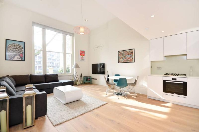 An immaculate and modernised, one-bedroom period conversion flat, moments from Paddington station. - Image 1 - London - rentals