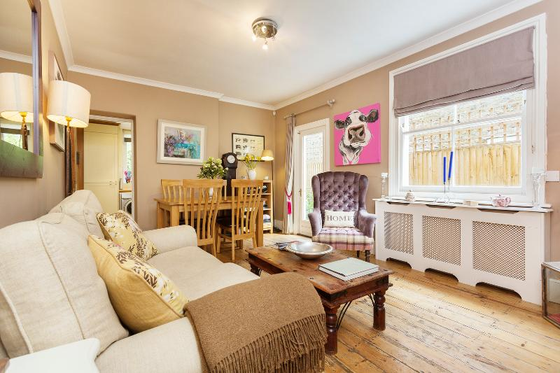 Delightful 2 bed flat near Abbeville Village, Clapham - Image 1 - London - rentals