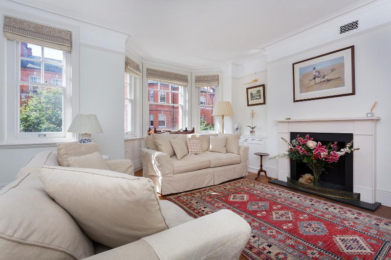 4 bed apartment, Charleville Mansions, West Kensington - Image 1 - London - rentals