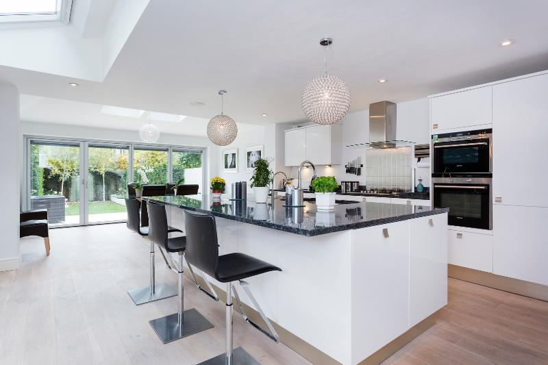An immaculate three-bedroom house in leafy Earlsfield. - Image 1 - London - rentals