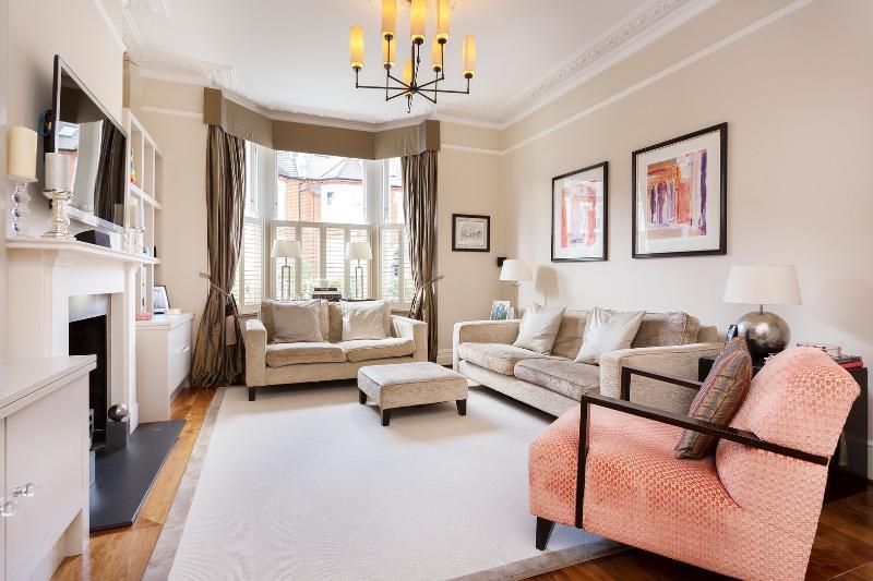 Reception - 5 bed, 3 bath house, Foxbourne Road, Balham - London - rentals
