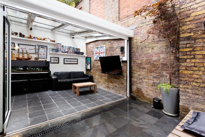 Delightful 4 bed mews house, Drayson Mews, Kensington - Image 1 - London - rentals