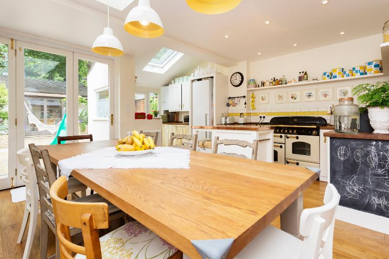 4 bed house, Fletcher Road, Acton/Chiswick - Image 1 - London - rentals