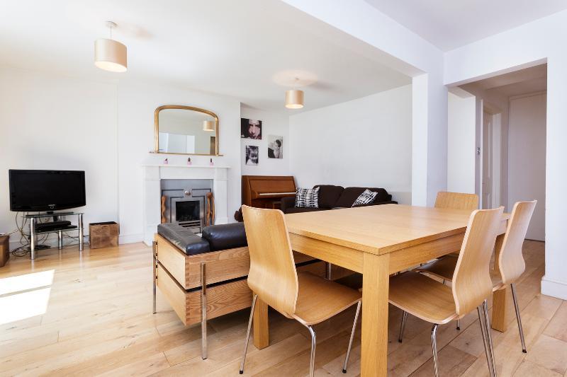 2 bed flat, Evangelist Road, Kentish Town - Image 1 - London - rentals