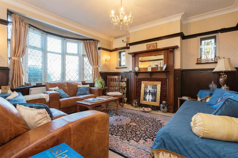 A traditional home in Raynes Park near Wimbledon. - Image 1 - London - rentals