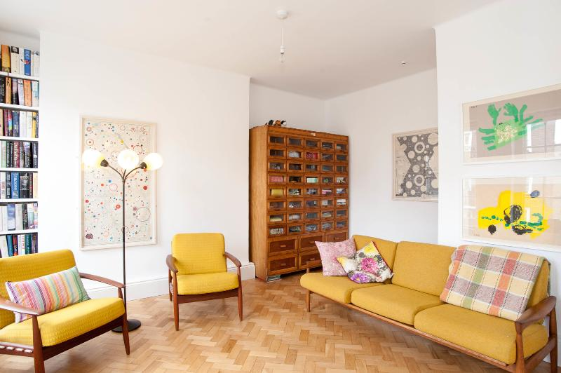 Light 2 bed flat, Sumner Buildings, London Bridge - Image 1 - London - rentals