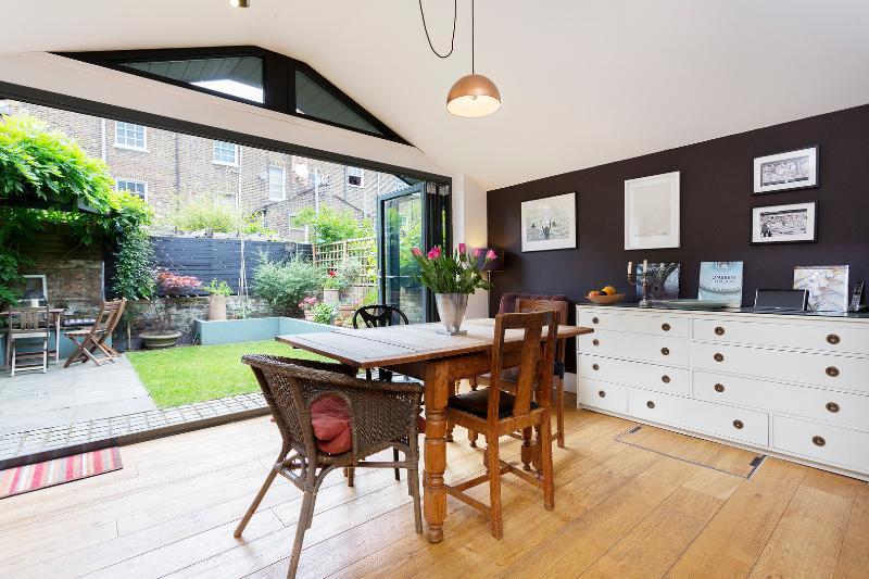 Reception - 4 bed house, Horton Road, Hackney - London - rentals