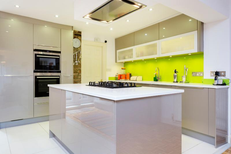 Contemporary open-plan 2 bed, Islington - Image 1 - London - rentals