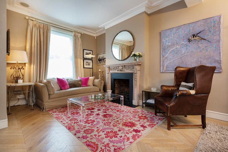 Captivating Chelsea 4 bed, Lamont Road - Image 1 - London - rentals