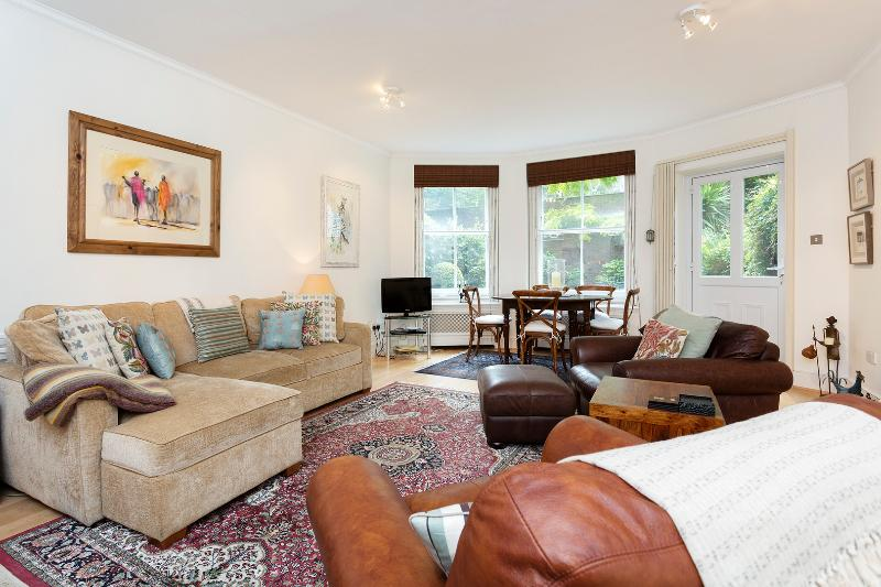 Beautifully decorated garden flat with patio. - Image 1 - London - rentals