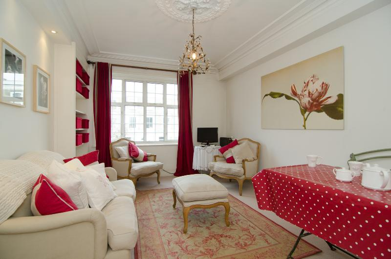 Lovely location! 2 bed near Ladbroke Grove underground station, Notting Hill. - Image 1 - London - rentals
