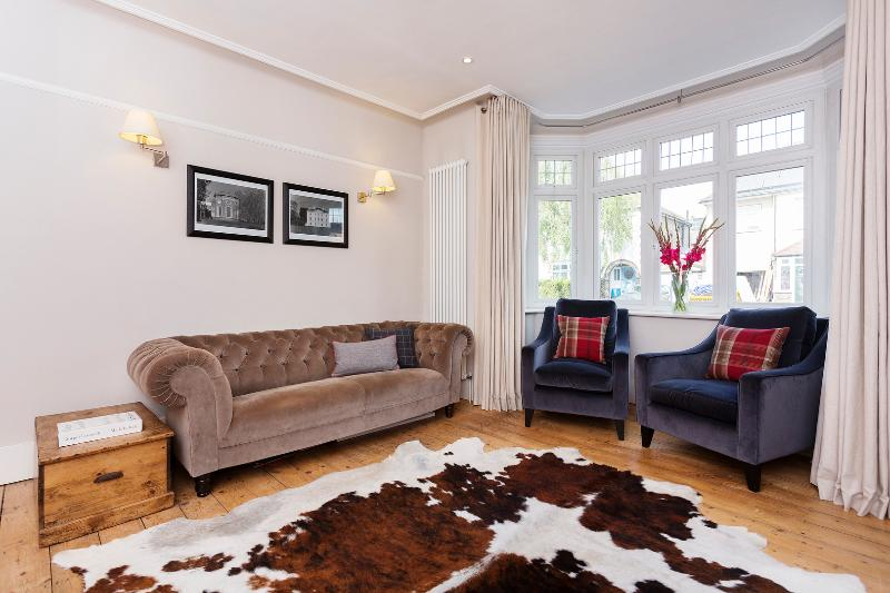 Relaxed Base for Rugby - Image 1 - London - rentals
