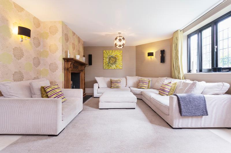Sprawling 6 bed in Teddington, Richmond - Image 1 - London - rentals