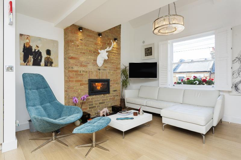 1 Bedroom in the Heart of Fitzrovia in London Near Oxford St. - Image 1 - London - rentals
