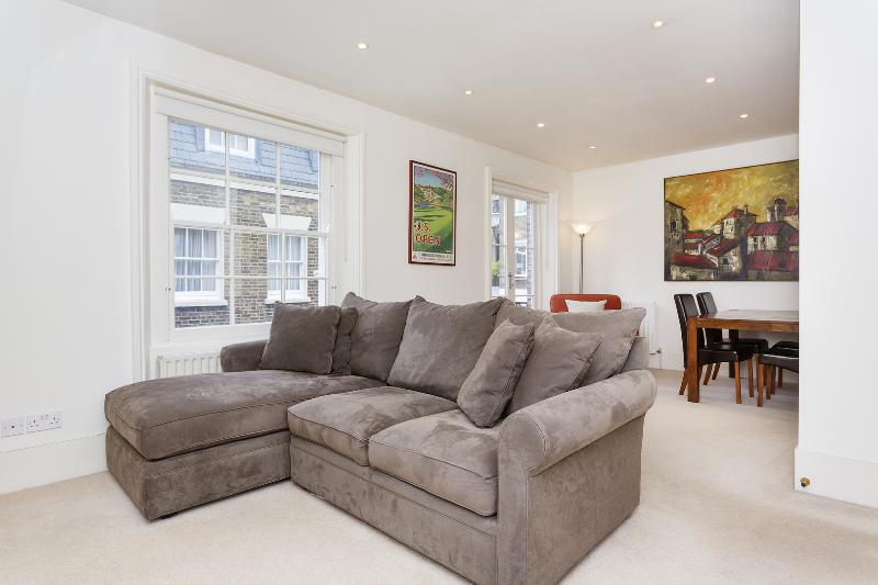 Quaint 2 bed Mews, Kensington - Image 1 - London - rentals