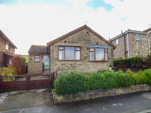 HILL SIDE VIEW bungalow, garden, country views, close to Peak District in Holmfirth Ref 931664 - Image 1 - Holmfirth - rentals