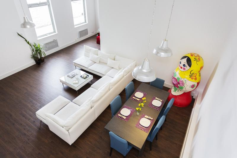 Contemporary minimalist one-bed flat with parking. - Image 1 - London - rentals