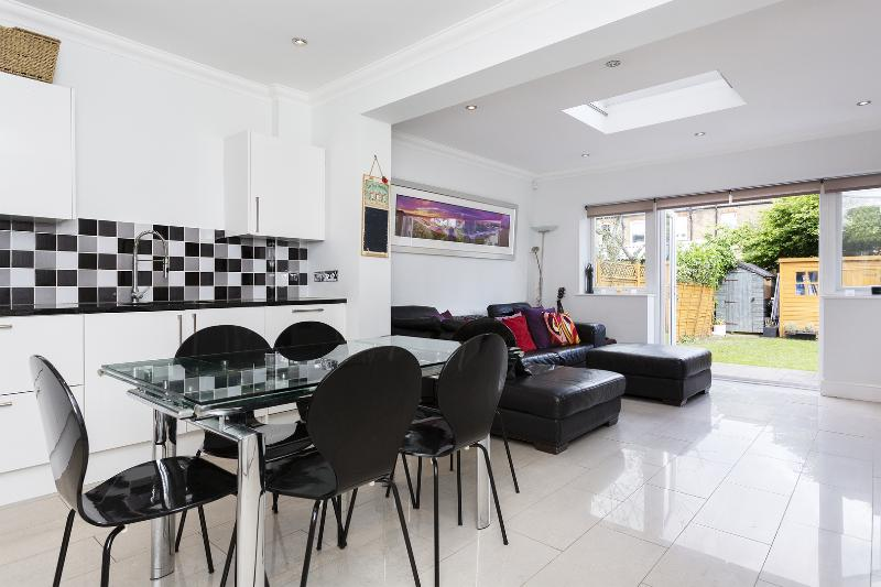 Reception - 3 bed house, Clarence Road, Wimbledon - London - rentals