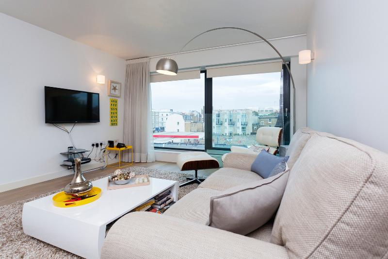 A smart one-bedroom flat near Chelsea Football Club. - Image 1 - London - rentals