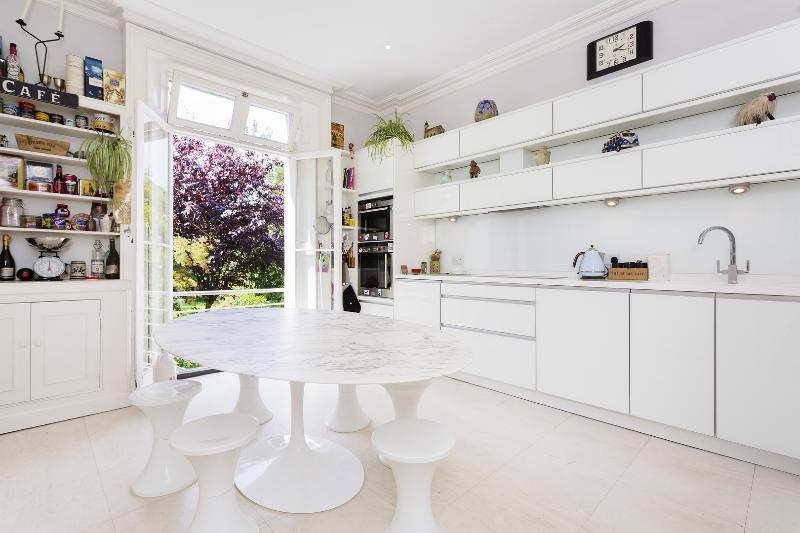 3 storey 3 bed flat, Stanley Road, Twickenham - Image 1 - London - rentals