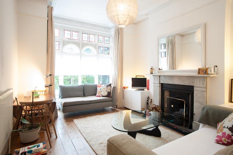 Reception - 2 bed garden flat on the Green, Twickenham - London - rentals