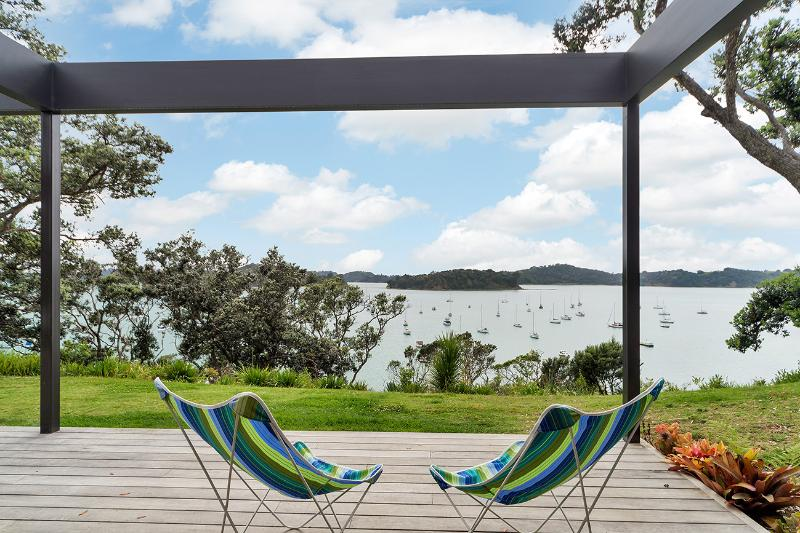 "Jamieson Bay - Spectacular Views - all that is ""perfect"" about New Zealand - Jamieson Bay Retreat - Auckland - rentals"