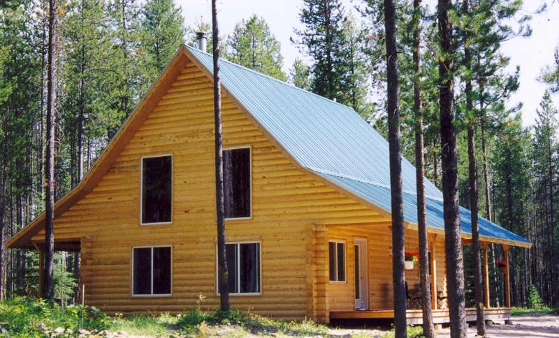 Grizzly Cabin.  Large log cabin on it\'s own acreage with river access. - Grizzly Cabin at Glacier Park - Columbia Falls - rentals