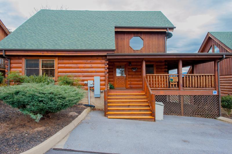 "Welcome to Cubbie's Cabin! - ""Cubbie's Cabin"" Luxurious 2BR Sevierville Cabin w/Wrap-Around-Porch! Come Experience the Great Smoky Mountains - Sevierville - rentals"