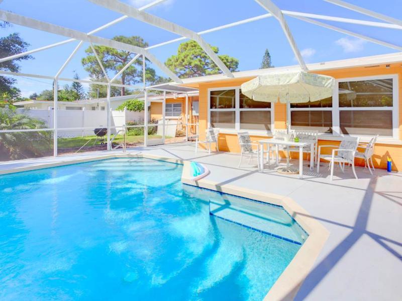 Aurora Seabreeze, 3 Bedroom, Fenced Yard, Heated Pool, WiFi, Sleeps 10 - Image 1 - Venice - rentals