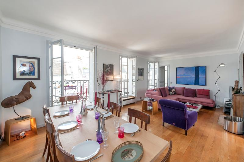 Dining area giving onto the living room - Sept special offer - 2BD Duplex, Notre Dame view - Paris - rentals