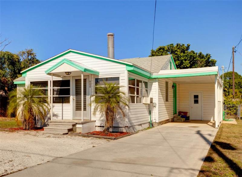 Albee Sunset Cottage, 2 Bedrooms, Pet Friendly, WiFi, Sleeps 8 - Image 1 - Nokomis - rentals