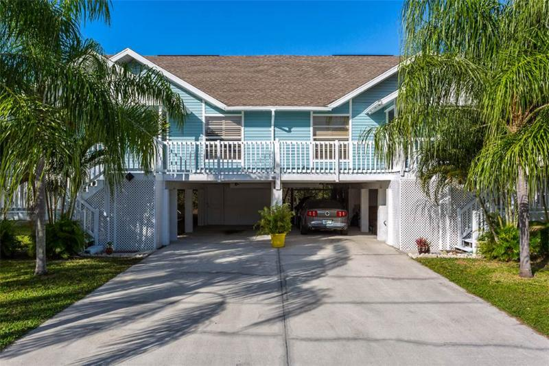 Sea Stars #2, 2 Bedrooms, Walk to a Beach, Pet Friendly, WiFi, Sleeps 4 - Image 1 - Fort Myers Beach - rentals