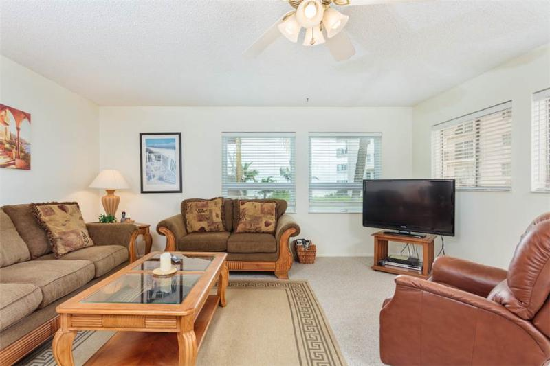 Sea Horse 2, 2 Bedrooms, Heated Pool, Pet Friendly, Sleeps 6 - Image 1 - Fort Myers Beach - rentals