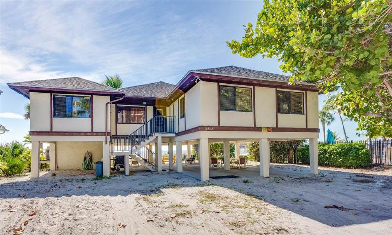 Seaview 2842 Large, 2 Bedrooms, Beach Front, Pet Friendly, WiFi, Sleeps 4 - Image 1 - Fort Myers Beach - rentals
