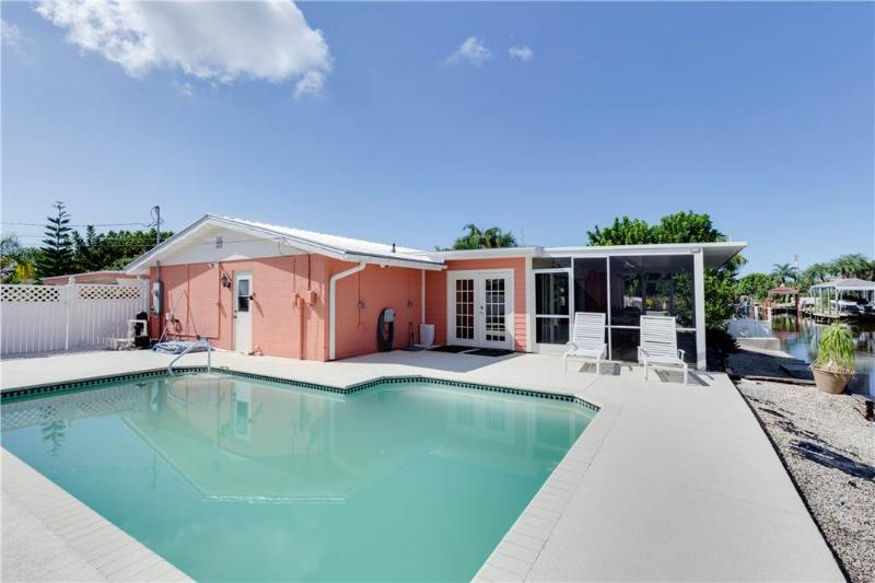 Sunset Soiree, 3 Bedrooms, Walk to Gulf, Pool, WiFi, Sleeps 6 - Image 1 - Fort Myers Beach - rentals