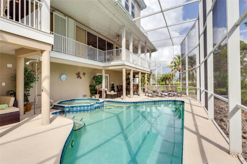 Sunscape Beach Villa A, Luxury 3 Bedrooms, Elevator, Heated Pool, Sleeps 8 - Image 1 - Fort Myers Beach - rentals