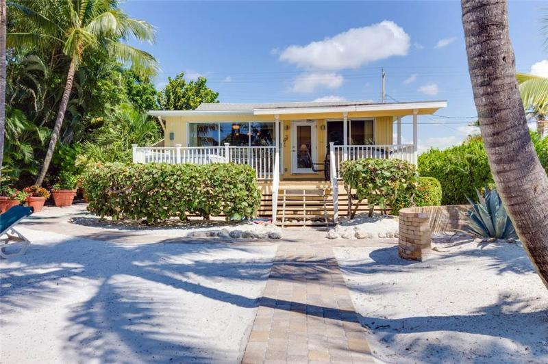 Tropical Paradise Manor, 4 Bedrooms, Gulf Front, Sleeps 12 - Image 1 - Fort Myers Beach - rentals