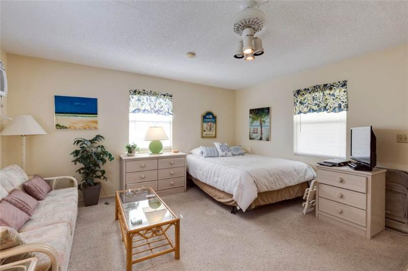 Polynesian Village 12, Studio, Beach View, Sleeps 4 - Image 1 - Fort Myers Beach - rentals