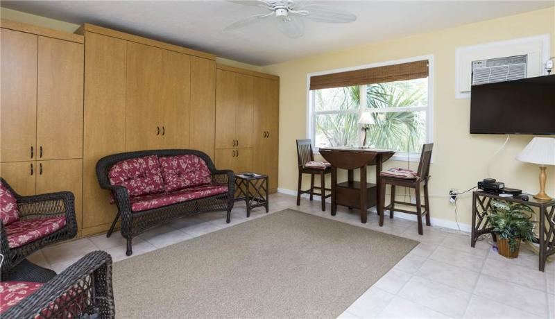 Polynesian Village 8, Studio, Beach View, Sleeps 2 - Image 1 - Fort Myers Beach - rentals