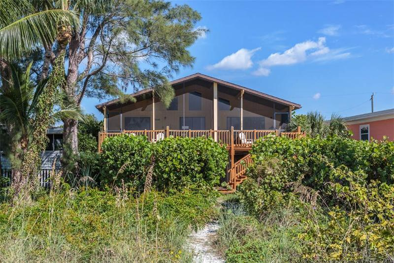 Turner Classic Manor, 3 Bedrooms, Gulf Front, WiFi, Sleeps 9 - Image 1 - Fort Myers Beach - rentals