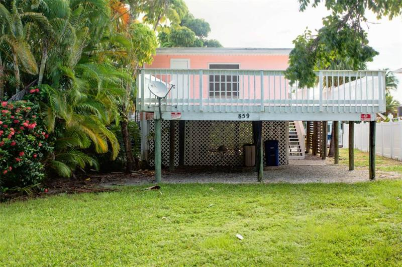 Lazy Lagoon, 1 Bedroom, Bay side, Walk to the Beach, Sleeps 4 - Image 1 - Fort Myers Beach - rentals