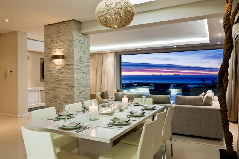 Dining and lounge - Spectacular Sea View Aquatic House, Walk to Beach - Camps Bay - rentals